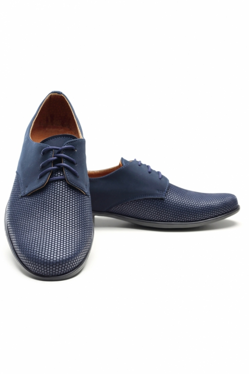 Schuhe in dunkelblau
